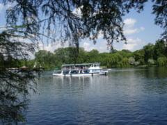 Plimbari gratuite cu vaporasele pe lacul Herastrau, in perioada 1-5 iunie