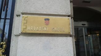 Plimbati pana la gard: Croatia trimite peste 1.000 de imigranti spre granita cu Ungaria... degeaba