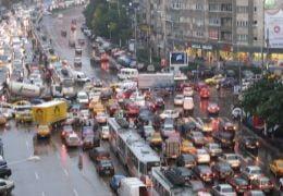 Ploaie si semafoare defecte - reteta traficului de cosmar in Capitala