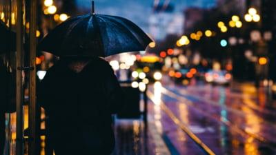 Ploi abundente în zece județe și București. Autoritățile au emis cod portocaliu de vreme severă