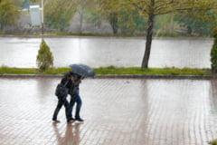 Ploi cu trăsnete și vijelii în mare parte din țară. Care sunt judeţele aflate sub atenţionare meteorologică