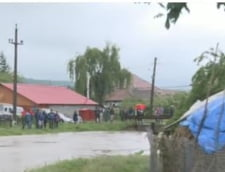 Ploi torentiale in toata tara: Scoli inchise in Moldova. Cod rosu de inundatii la Galati