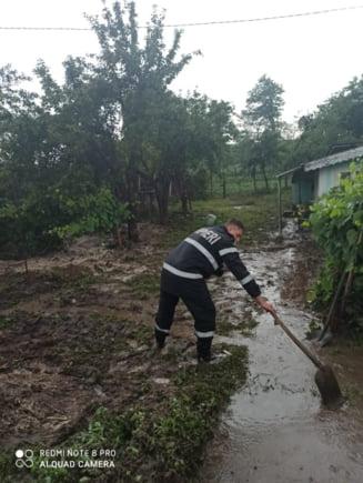 Ploile le-au dat serios de furca pompierilor vasluieni