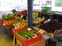 Ploile si frigul au scumpit legumele