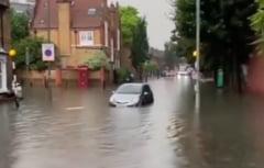 Ploile torențiale au provocat inundații pe străzile din Londra. Anunțul făcut de primarul metropolei VIDEO