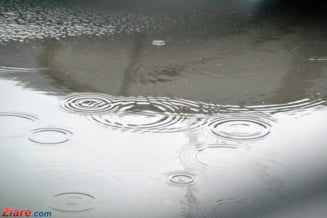 Ploua intruna tot weekendul. ANM a dat 4 noi avertizari de tip cod galben si portocaliu