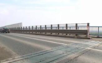 Pod fisurat la doar 6 ani de la inaugurare: Soferii sunt avertizati sa reduca viteza, CNAIR spune ca nu exista niciun risc