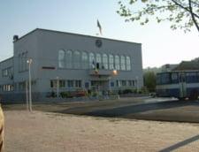 Podeaua unei scoli din Cernavoda s-a prabusit: doi raniti