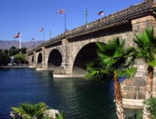 Podul Londrei mutat Tamisa lacul Havasu