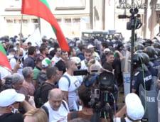 Podul de la Giurgiu-Ruse ar putea fi inchis. Bulgarii protesteaza in masa fata de coruptia guvernamentala si ar intentiona sa blocheze total traficul in vama