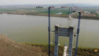 """Podul suspendat de la Braila se apropie de etapa spectaculoasa a constructiei. """"Se vor intinde pe 2 kilometri in linie dreapta"""""""
