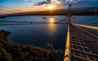 Podul suspendat peste Dunare, la rasarit. Imagini superbe realizate de un fotograf profesionist FOTO