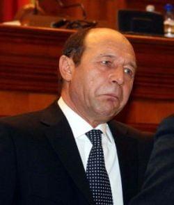 Poetul Shaul Carmel i-a trimis inapoi decoratia lui Basescu