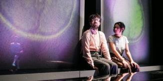 "Poftiti la teatru online. In aceasta seara ""Supernove"" de Alexandra Pazgu, in regia lui Radu Nica"