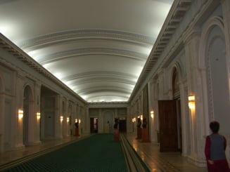 Polemica in jurul liftului din Palatul Parlamentului