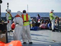 Politia Romana salveaza sute de imigranti din Mediterana, inclusiv copii si gravide