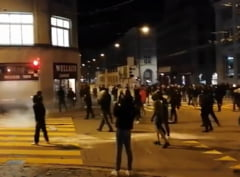 Politia a folosit gloante de cauciuc si gaze lacrimogene impotriva protestatarilor din Elvetia. Oamenii sunt nemultumiti de restrictiile impuse VIDEO