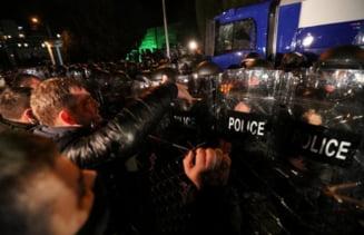 Politia din Georgia a tras cu tunuri cu apa si gaze lacrimogene in protestatarii care sustin ca alegerile au fost falsificate