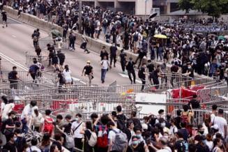 Politia din Hong Kong a tras cu gloante de cauciuc pentru a dispersa protestatarii