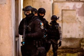 Politia face 73 de perchezitii la traficantii de droguri si tigari. Suspectii urmeaza sa fie dusi la audieri
