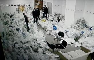 Politia face cercetari dupa difuzarea in spatiul public a unor imagini in care mai multe persoane par ca umbla la sacii cu voturi in Sectorul 1. Firea cere repetarea alegerilor