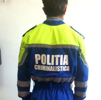 Politia spune ca salopetele, despre care toata lumea crede ca seamana cu cele ale angajatilor de la salubritate, sunt de doi ani in dotare