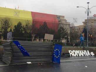 Politia verifica daca protestatarii care au demontat schela din Piata Victoriei au incalcat legea