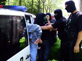 """Politist arestat pentru """"trafic cu amprente"""""""