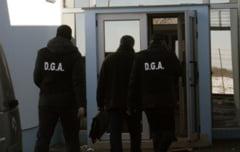 Politist buzoian arestat pentru trafic de influenta