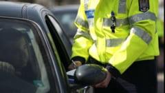 Politist lovit intentiona de un sofer, care a apoi fugit