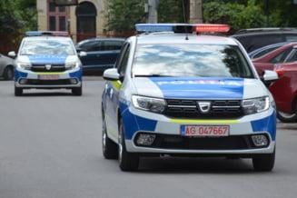 Politist ranit dupa ce autospeciala in care se afla a fost lovita din sens opus de un alt autoturism
