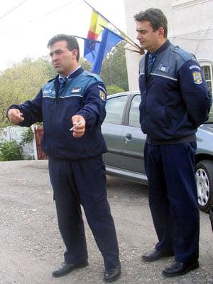 Politisti arestati la Galati pentru ca protejau hotii de fier (Video)