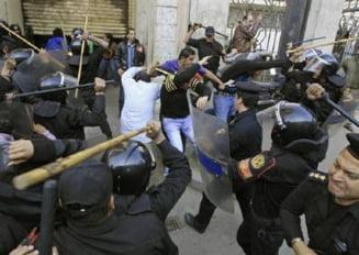 Politisti din Egipt acuzati ca au omorat protestatari, condamnati la inchisoare