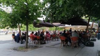 Politistii au iesit la terase: Chelner amendat pentru ca nu purta masca