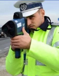 Politistii din Iasi ii prind pe vitezomani cu pistolul radar. Bate la peste un kilometru
