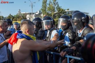 Politistii fac perchezitii la locuintele a trei protestatari de la mitingul din 10 august