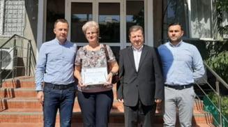 Politistii olteni au premiat femeia care a ajutat la gasirea barbatului disparut din Slatina
