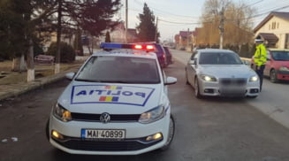 Politistii rutieri au lasat fara permis aproape 50 de soferi, in urma abaterilor pe care le-au comis in trafic