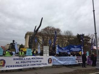 Politistii si angajatii din inchisori au huiduit Guvernul, in timp ce ministrii UE se afla la Bucuresti: Hotii! Justitie, nu coruptie! (Foto & Video)