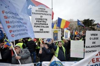 Politistii si angajatii din penitenciare ies in strada. In fata ministrilor de Interne si Justitie din UE, cer conditii mai bune de lucru: Daca se poate pentru detinuti, sa se poata si pentru noi!
