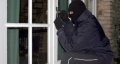 """Politistii sibieni au descoperit suspectii in cazul unui furt. Unul dintre ei se """"ascundea"""" sub nasul lor"""