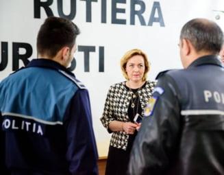 Politistii strang randurile: Doamna ministru, nu vreti sa facem toti un pas in spate? Ca noi ne-am saturat!