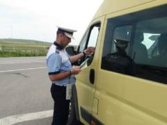 Politistii suceveni verifica legalitatea transportului rutier de persoane