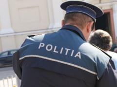 Politistul care lua taxa de protectie de la infractori va fi judecat in libertate