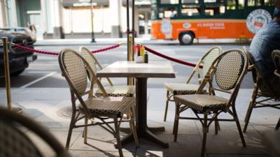 Polonia incepe relaxarea. Masca nu se mai poarta in exterior, iar restaurantele se redeschid pentru prima data dupa 6 luni