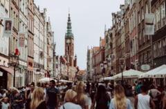 Polonia raporteaza peste 8.000 de cazuri noi de COVID-19, un nou record pentru a doua zi consecutiv