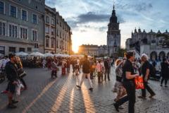 Polonia reintroduce de sambata restrictii la nivel national. Se inchid hotelurile, institutiile de cultura, piscinele si salile de sport