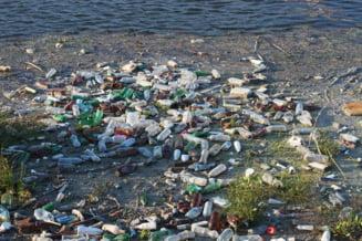 Poluarea e la cote alarmante: 50 de kilograme de plastic ajung in fiecare secunda in oceane doar din rauri si fluvii