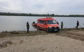 Pompierii cauta in Dunare un barbat inecat