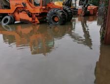 Pompierii militari intervin in Alba Iulia pentru inlaturarea efectelor inundatiilor